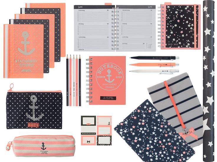 HEMA school: sterren en strepen. Leuke agenda's, notitieboekjes, kaftpapier, etui's, pennen, potloden en stickers.