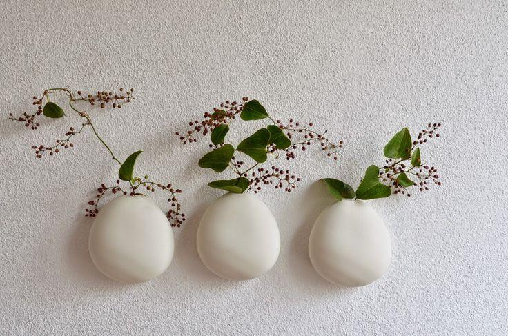 ❍ Porcelain medium wall vase by Otchipotchi . February 2015