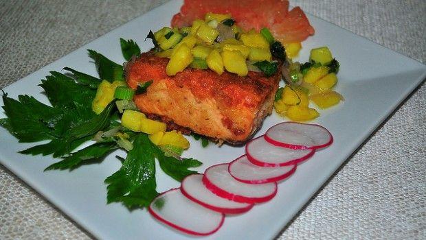 Insalata di ananas e salmone