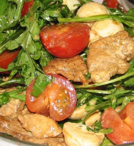 салат из рукколы с телятиной