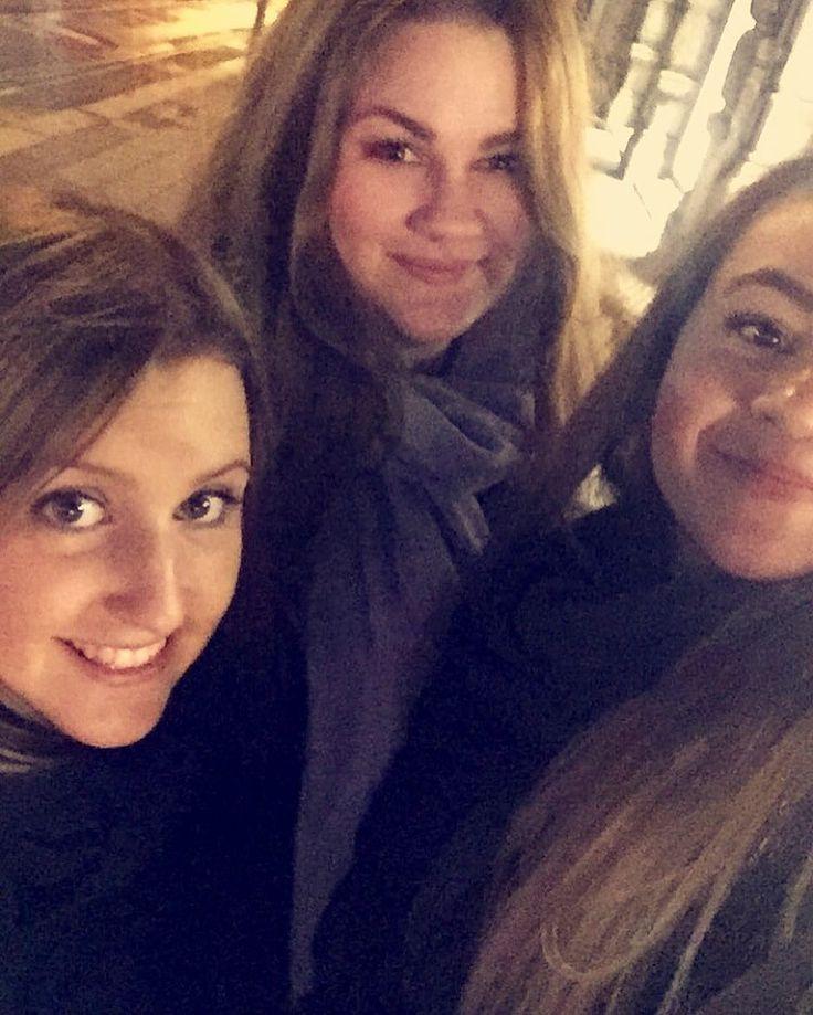 Reklamerer for tre vakre jenter; to med like navn og alle tre med samme hårfarge! The triplets var på tur i natt  #roadtrip #girls #fredrikstad #oslo #asian #norwegian #lookalike #adventure #fun @theafurberg @annekristineminge by ak_johansen