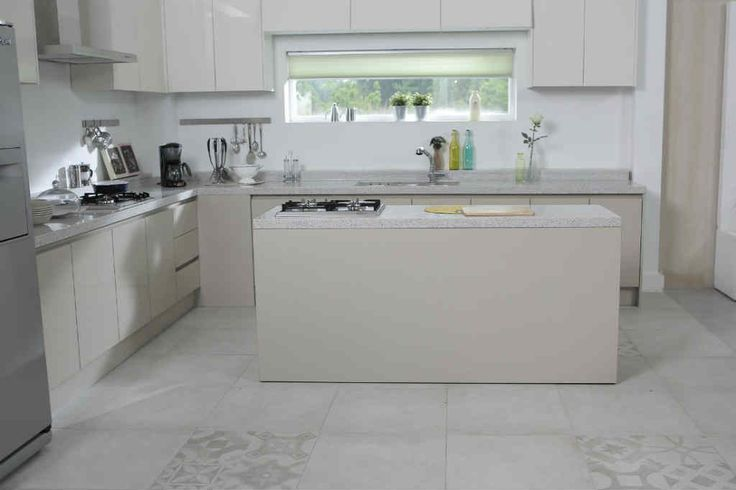 Hvad koster gardiner til nyt hus? Det kan du få svar på her, hvis du vil spare penge og bestille specialmål som du selv monterer