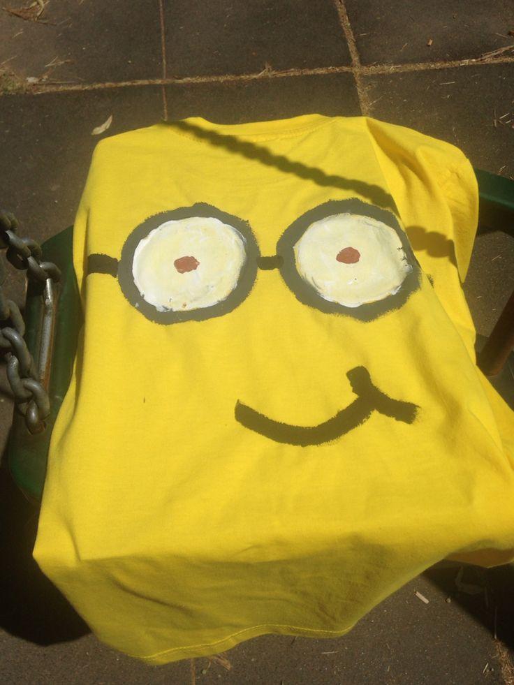 Magliette Minions...t-shirt gialla dipinta con colori acrilici. Un'attività che ha avuto un successone durante il compleanno della Cucciola!
