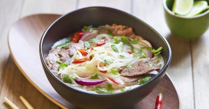 Recette de Soupe Pho vietnamienne légère au bœuf et légumes. Facile et rapide à réaliser, goûteuse et diététique.