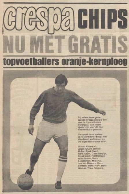 Kartonnen voetballers bij de Crespa-chips. Advertentie uit 1968. Johan Cruyff.
