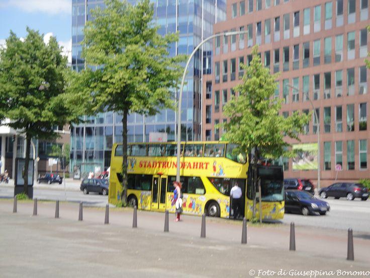 ".... autobus a 2 piani per giro turistico della città ""STADTRUNDFAHRT"" ....Hamburg (D) - 04-lug-2012 - © Giuseppina Bonomo -"