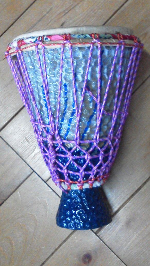 サイズ打面径 23cm高さ  37cm重さ  6Kgアフリカンピグミーゴートのヤギ皮紫系3色混じりロープ使用瑠璃釉薬流しかけ(外側のみ)パスタのコンキリエ(貝...|ハンドメイド、手作り、手仕事品の通販・販売・購入ならCreema。
