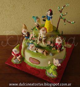 Torta Blancanieves y los 7 enenitos: La decoración fue realizada artesanalmente en pasta de azúcar, incluidos todos los modelados.