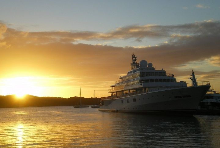 Exclusive and Elegant- Top 3 Yachts owned by Celebrities #yachts #celebrities #t…