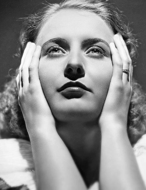 Barbara Stanwyck, breautiful photo of her!