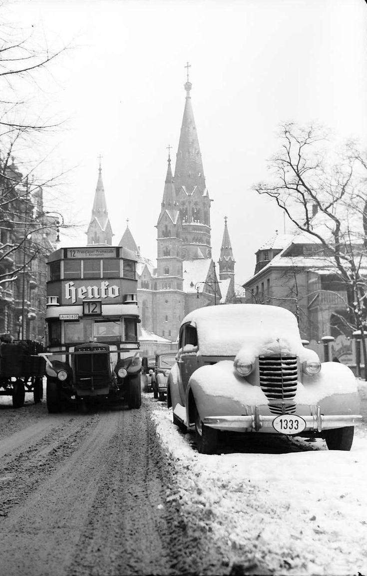 Budapester Straße mit der Kaiser-Wilhelm-Gedächtniskirche. Berlin, 1939. o.p.