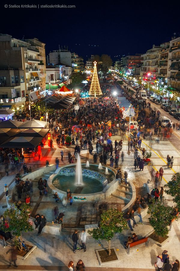 people, greece, tree, square, slow motion, celebration, nightshot, x-mas, slow speed, slow shutter, messinia, kalamata www.house2book.com
