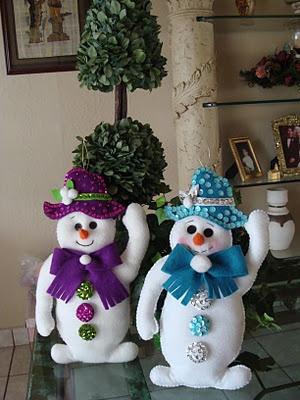 waving snowmen