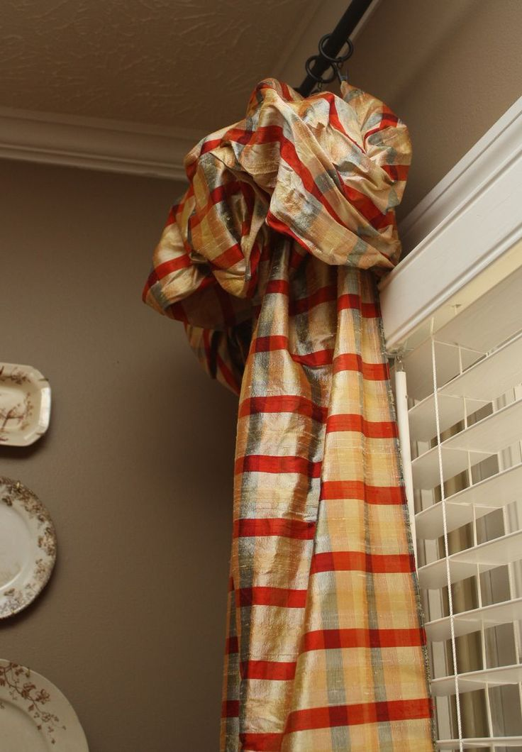 Harrington House ~ These are my favorite window treatments...(mis)treatments, rather. I absolutely adore them. Theyare fashioned after The Nester's notorious no-sew method.