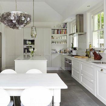 lip and quartz behind cooktop