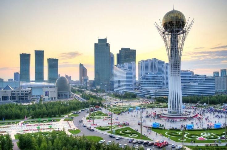 Stadtzentrum mit Aussichtsturm Bajtarek, Astana, Kasachstan