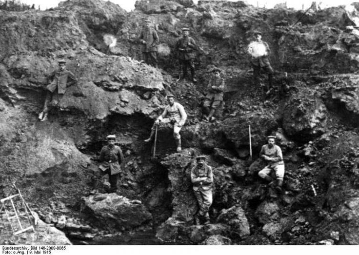 An overview of the battles to date Ypres 1915 Second Battle of Artois May 9th… Un aperçu des batailles à ce jour, Ypres en 1915 Deuxième bataille du 9 mai Artois ...