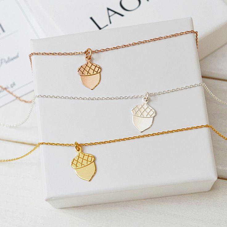 Bransoletka z żołędziem. Zobacz na >>> https://laoni.pl/bransoletka-z-zoledziem-z-rozowego-zlota #zawieszka #biżuteria #bransoletka #złota #srebrna