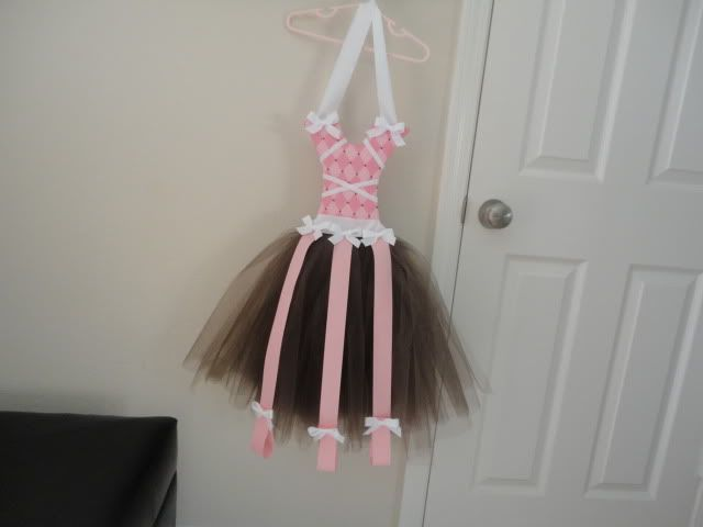 And another DIY tutu hairbow holder, this one has loops at the bottom to store headbands
