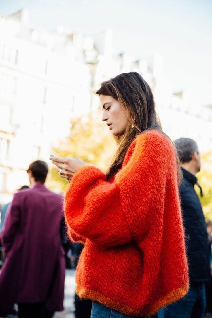 Street style orange sweater - a casual yet dramatic everyday fashion look