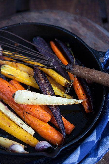 Niet echt een Spaans recept, maar wat is het toch een fijne combinatie wortel, pastinaak, honing, knoflook en tijm uit de oven. Met de mooi gekleurde oerwortelen is het een feestje op tafel. Ik koc...