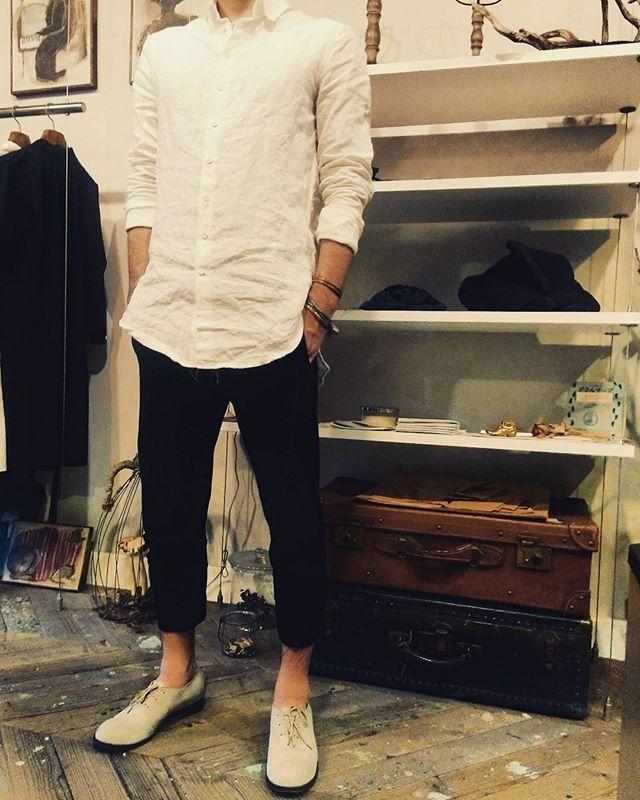 Shirt : arakiyuu  Pants : DEVOA  Shoes : KLASICA × forme  それぞれが個性の強いブランドにも関わらず、凄くシンプルに綺麗に着こなしてくれています  最近は自分の体型の癖を覚えてきているので、きっと何を着ても楽しいと思います  ブランドの個性に負けない雰囲気が出来上がりつつあります  今が一番大事な時です  いつもありがとう  #signal #hamamatsu #sizuoka #japan #selectshop #DEVOA #KLASICA #forme #arakiyuu #fashion #お客様 #今日のコーデ #静岡 #浜松 #セレクトショップ #お洒落さんと繋がりたいsignal_0904