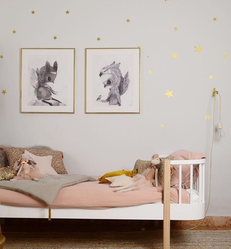 Pretty colours and a starry wall for a little girls room
