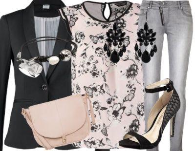On craque pour cette jolie tenue du jour avec son petit top blanc à fleurs noires et ses jolies sandales à talons! Cliquez ici pour voir la tenue plus en détails: http://stylefru.it/s982899 #ootd #outfitoftheday #blazer #sandales