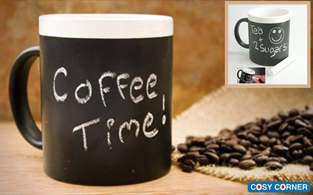 Κούπα Μαυροπίνακας με Κιμωλία! Γράψτε ή ζωγραφίσετε ότι θέλετε ενώ πίνετε ζεστή σοκολάτα, τσάι ή καφέ. Μετά απλά ξεπλένετε την κούπα σας με χλιαρό νερό και σαπούνι και είναι έτοιμο… για να γράψτε ξανά! Σε συσκευασία δώρου. http://goo.gl/HxLJrs