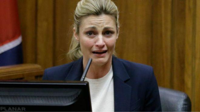 AP  Repórter americana ganha US$ 55 mi na Justiça por ter sido filmada nua secretamente em hotel