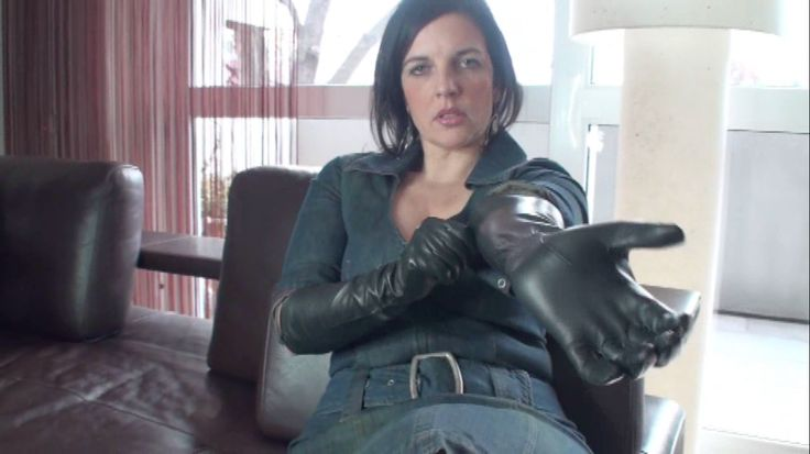 Klixen getting on her long black leather gloves for an assignment