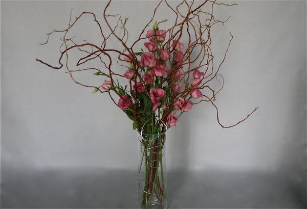 Saule tortueux et lysianthus roses saule tortueux - Branche deco vase ...