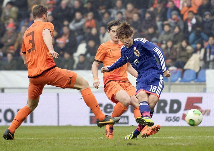 Yuya OSAKO(Kashima Antlers) scored a goal from the Netherlands. 2013.11.15