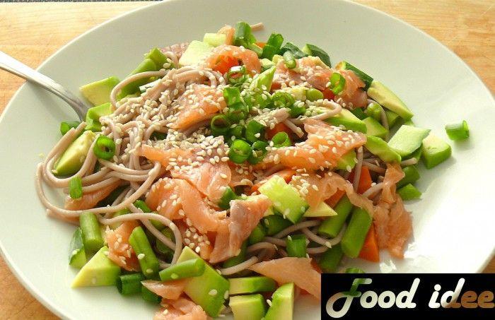 Weinig tijd en wil je wel heel lekker eten? Probeer dan eens boekweitnoedels met zalm en groenten!  Bekijk het hele recept op mijn website,