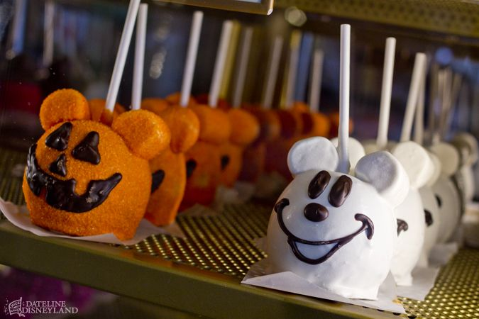 Halloween Time scares up fun treats.  Remember, these are just apples with marshmallows for ears.  A toothpick holds the marshmallow in place.  You CAN do this for your Mickey Mouse Halloween Treat party!
