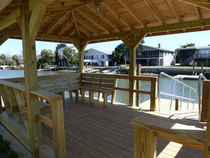 THE SILVER TUNA 4 Bedrooms, 2 Bathrooms Max Occupancy:10  Side of Tidal-fed Canal South Litchfield Beach