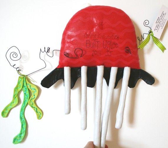 ´¨) ¸.· ´¸.· *´¨) ¸.· *¨) (¸.· ´ (¸.·  * Bienvenue à bout UgLee !   Chaque UgLee est une conception artisanale, originale, one-of-a-kind. Jutilise mousseline, peinture acrylique, dimensionnelle et métallique, fil, colle scintillante, paillettes, farce, soie et un assortiment de garnitures pour créer des sticker dimensionnelles, lunatique et très originales. ¨¨¨ ° º © º ° ¨¨¨ ° © º ° ¨¨¨ ° º © º ° ¨¨¨ ° º © º ° ¨¨¨ ° º © º ° ¨¨¨ ° º © Cest Charmin.  Charmin est une méduse UgLee bout à bout…