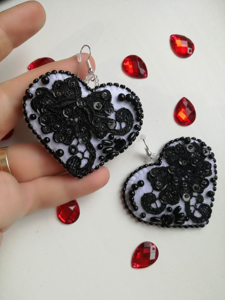 MirSi handmade jewels: Sexy black and white heart - lace, sequins and black pearls