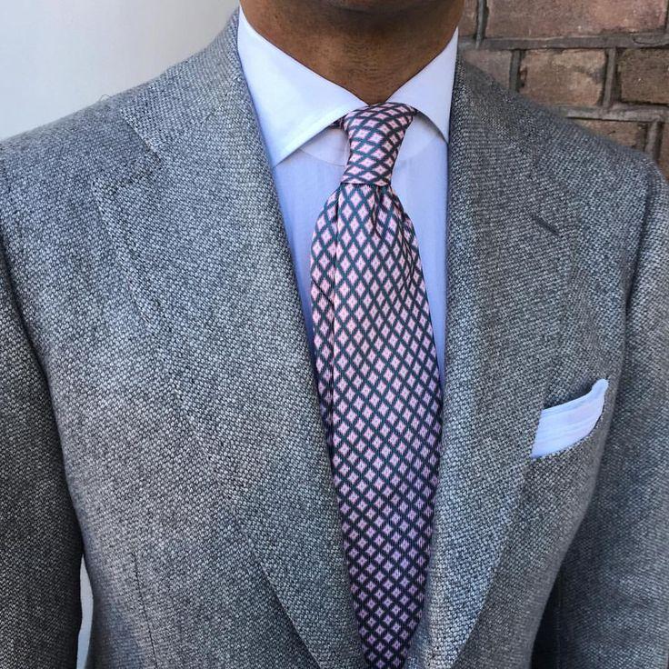@danielmeul wearing a Viola Milano printed silk tie & handrolled Linen…