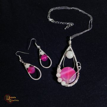 wire wrapped set of earrings and pendant, made with pink agate stones and rose quartz | BubbleCrafts | www.facebook.com/bubblecrafts.handmade