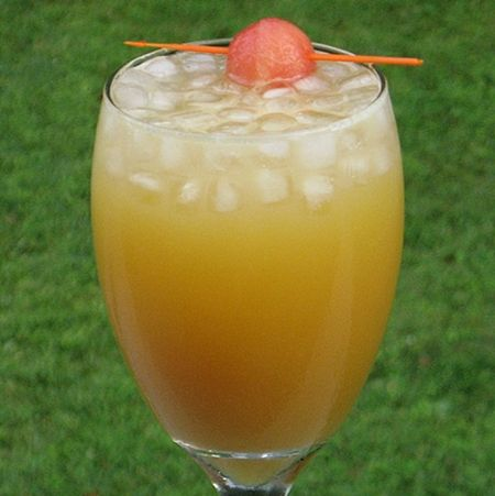 Gladiator  (1.5 oz. Southern Comfort  1.5 oz. Amaretto  2 oz. Orange Juice  2 oz. 7-Up)