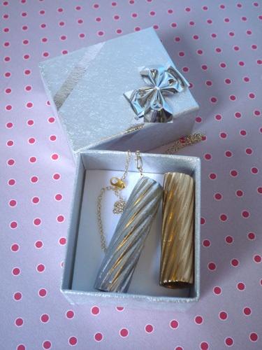 pasta necklace !   found here : http://karinethiboult.over-blog.com/article-mon-collier-de-pates-so-chic-tuto-inside-106399308.html