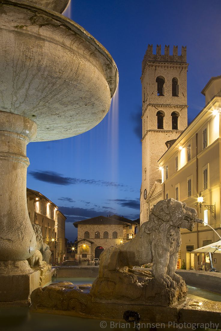 Piazza del Comune, Assisi, Umbria, Italy.  © Brian Jannsen Photography