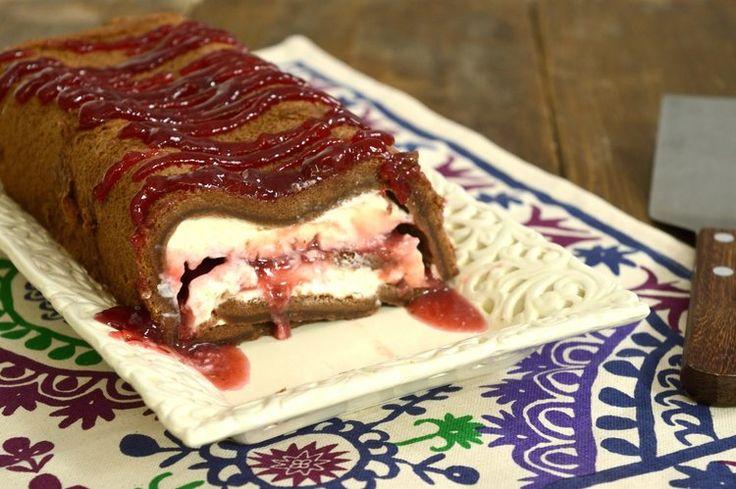 Σοκολατένιος κορμός με κρέμα τυρί και μαρμελάδα φράουλας — Paxxi