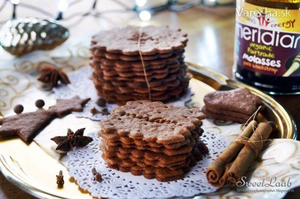 Tieto sušienky patria medzi aromatické pochúťky, ktoré priniesli do USA moravskí  prisťahovalci. Sú tam známe ako  najtenšie sušienky na svete. Niekoľko amerických spoločností ich vyrába s rôznymi  príchuťami. Chutia ako perník,  ale majú výraznejšiu chuť, pretože používajú viac korenín a melasu, ktorá dodá  cukrovinkám aj minerály a vitamíny.  My sme ich pripravili podľa tradičných receptov (až z 18. st.) a boli nielen netradične  chutné, ale aj zdavšie.
