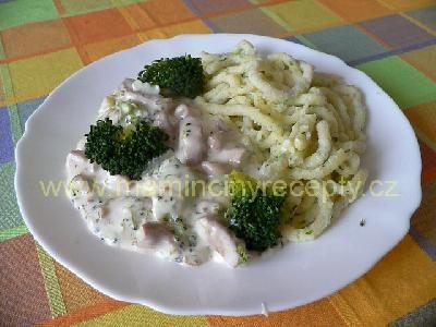 Kuře v sýrové omáčce s brokolicí