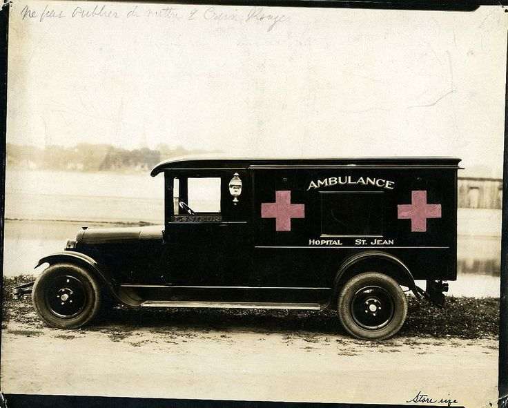 Ambulance de l'hôpital Saint-Jean BAnQ P748S1P2953.