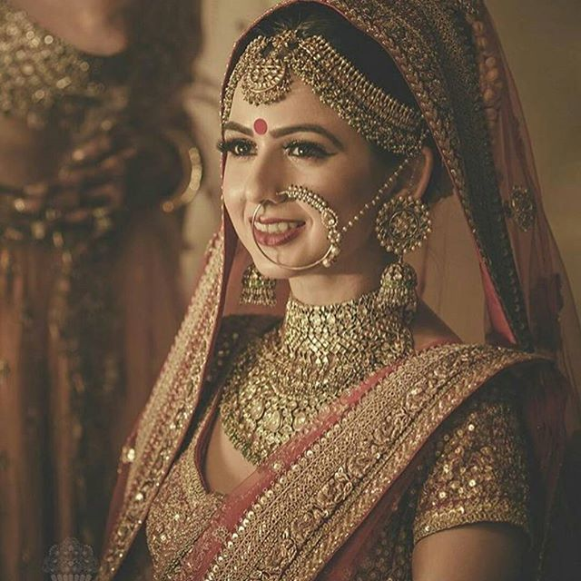 """Her innocence smiles through her eyes..""  The smile is a million bucks , the jewels fail in comparison :) #bridalfashion #polki #kundan #mathapatti #nathni #pretty #innocence #weddingfashion #inspo  : @cupcakeproductions13 #photography #bridalphotography #portrait"