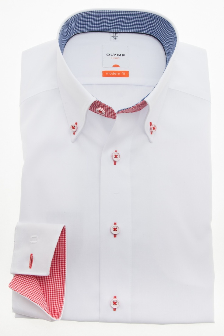 This is a nice white shirt. The nice thing about this shirt is that the inner blue checkered board and the board on the outside is red checkered. This shirt is now on sale for € 64,95.