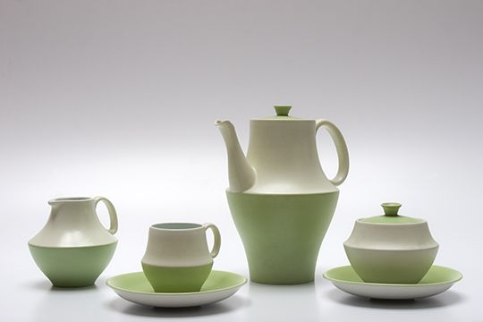 Coffee set 'Athene'(1959), one of the last designs by Zweitse Landsheer for Goedewaagen. Surprising, bold, but in its time not very successful. It was even for design lovers a bit too far out. Now it is much appreciated and sought-after by collectors. Read more: http://www.serviezendomein.nl/Goedewaagen-pag4.html